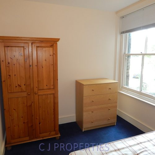 Exeter Mansions, Exeter Road, NW2 - 4 bedroom flat