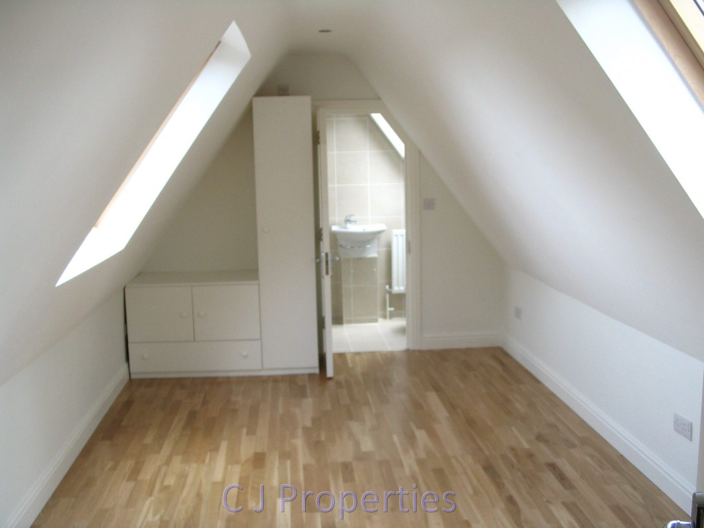 Finchley Road, NW11 - 2 Bedroom Flat